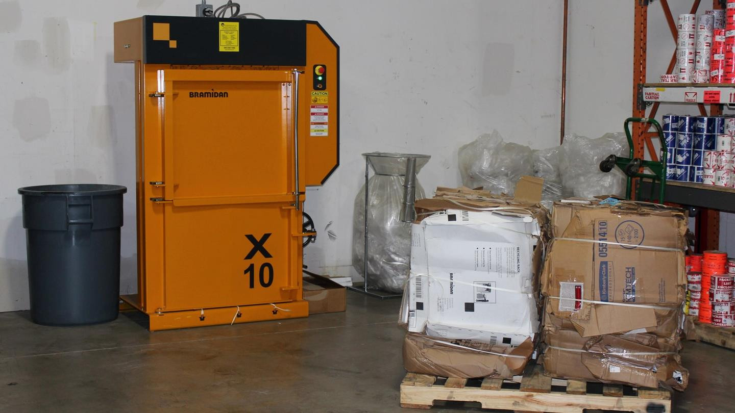 Bramidan X10 baler and small cardboard bales on pallet